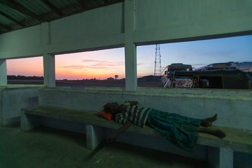 sunset window sleep srilanka jaffna busstand 斯里兰卡 northernprovince 贾夫纳