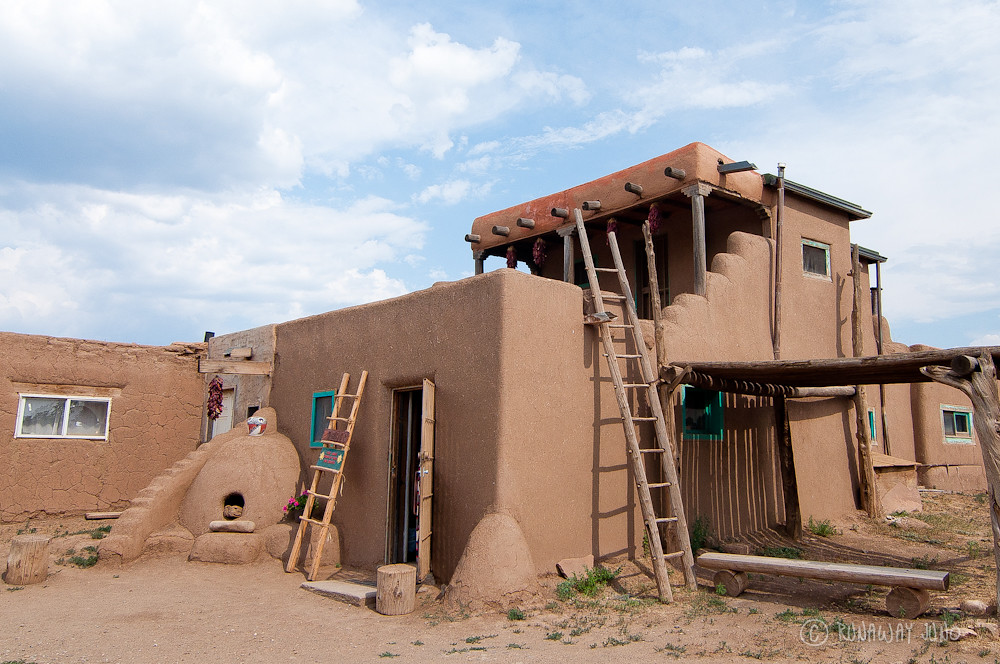 Taos pueblo and a thousand year old adobe architecture for Building an adobe house