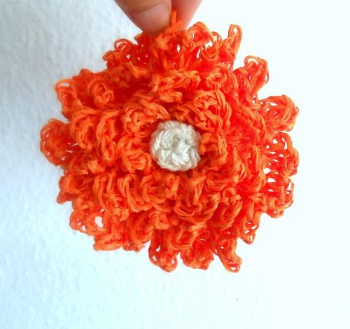 Flor crochet rafia