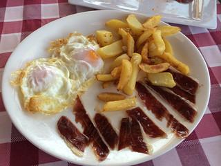 Huevos con jamón y patatas