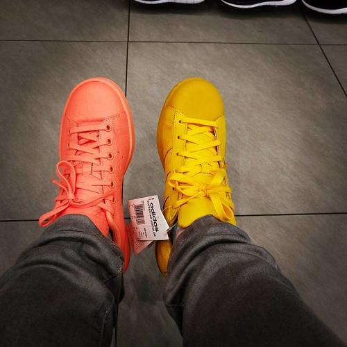 Die verkopers hebben dat weer slim gespeeld. #dilemma #adidas #coloryourlife