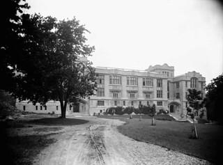 Medical Building, McGill University, Montreal, Quebec / Édifice de la Faculté de médecine de l'Université McGill, à Montréal, au Québec