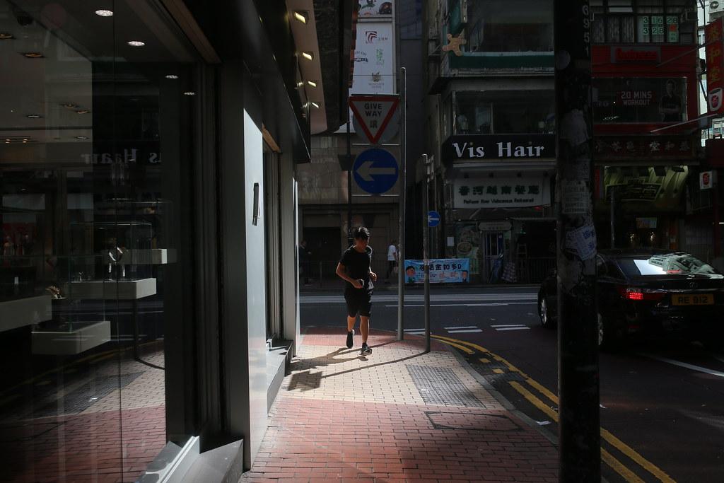 Hong Kong / Sigma 35mm / Canon 6D 嘗試拍一些只有光影為主的畫面,在大樓林立的城市是滿適合的。  Canon 6D Sigma 35mm F1.4 DG HSM Art IMG_1869 Photo by Toomore