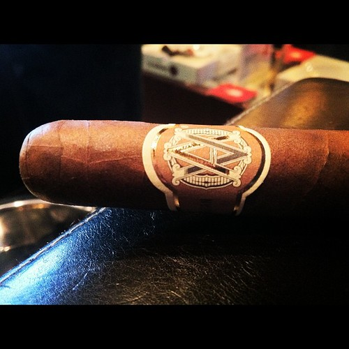 A Heritage Robusto by @AvoCigars
