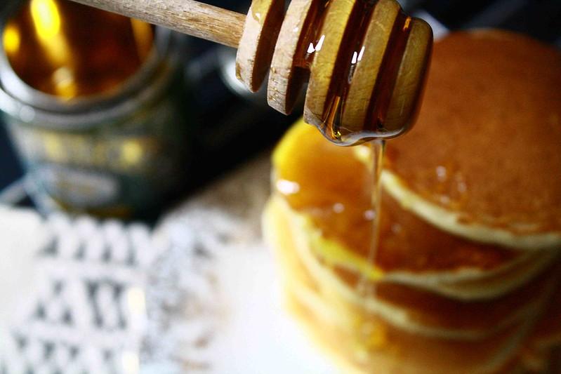 maple syrup on pancake