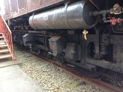 電車の下部