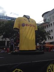 Das neue BVB-Trikot (Alter Markt, Dortmund)