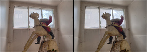 santa urban sculpture art window stereoscopic stereophotography crosseye interior basement upstate saratogasprings upstateny chacha windowdisplay hdr 3dimensional crossview antisanta crosseyedstereo 3dphotography saratogaspringsny sitespecificart 3dstereo rerunsconsignmentshop