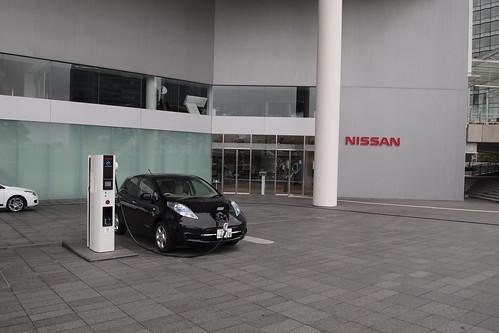 日産リーフ日産グローバル本社で急速充電。