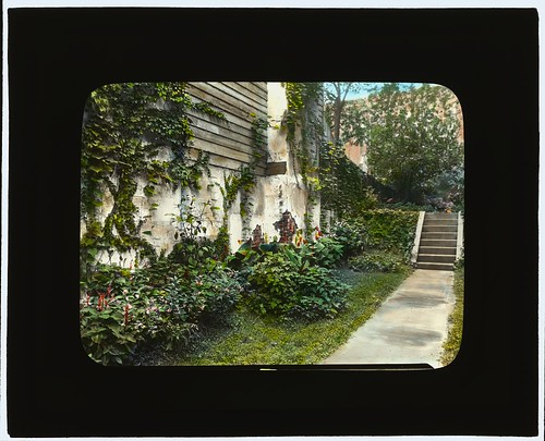 [Unidentified city garden, probably New York, New York. (LOC)