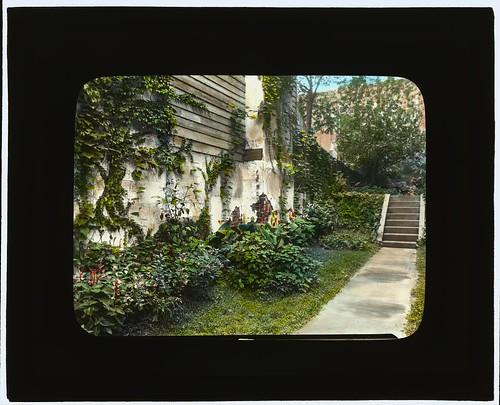 [Unidentified city garden, probably New York, New York. (LOC)
