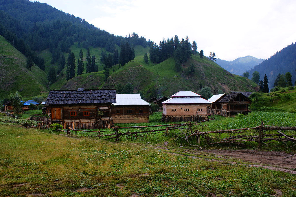 """MJC Summer 2012 Excursion to Neelum Valley with the great """"LIBRA"""" and Co - 7595680202 7682b33f59 b"""