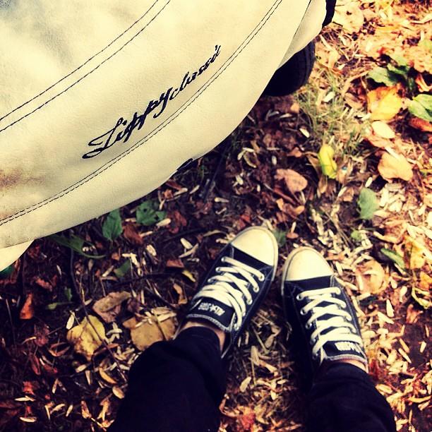 Вроде лето, а как будто осень.