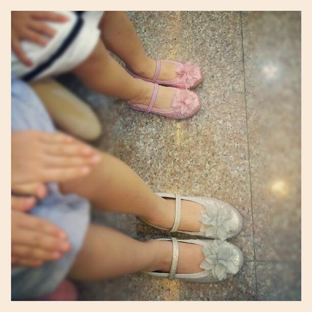 20120803 瑞塔買的鞋超好看!!