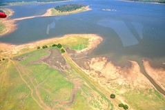 sport venue(0.0), volcanic crater(0.0), plateau(0.0), estuary(1.0), reservoir(1.0), bird's-eye view(1.0), plain(1.0), terrain(1.0), aerial photography(1.0), coast(1.0), waterway(1.0),