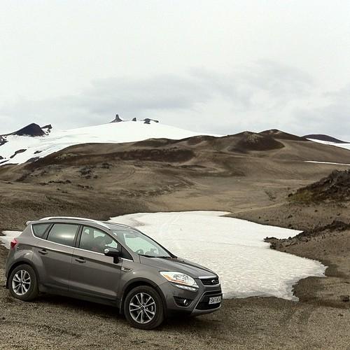 Hasta donde empezaba la nieve hemos llegado con el coche en el Snæfell #iceland #islandia #tripiniceland #nofilter #ford #kuga