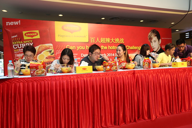 Eat MAGGI noodles on stage