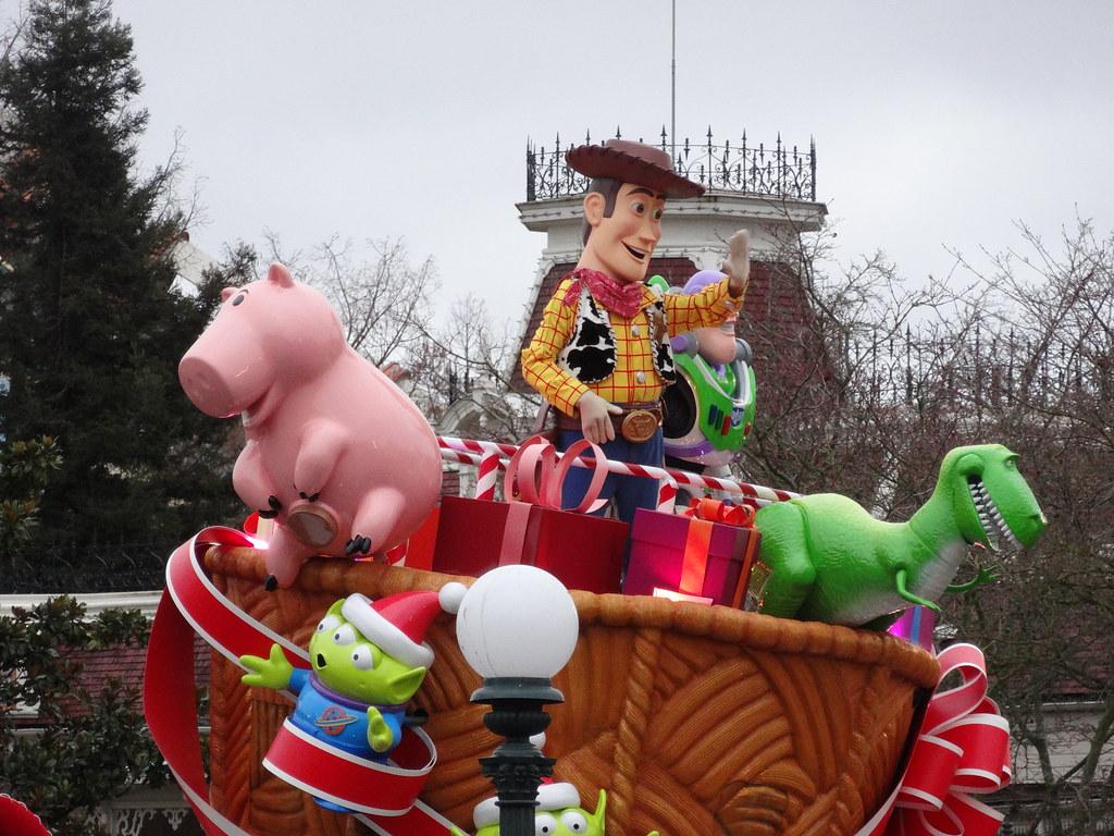 Un séjour pour la Noël à Disneyland et au Royaume d'Arendelle.... - Page 6 13879979583_298ff2b276_b