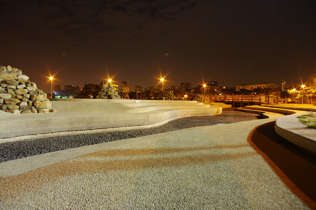 台南林默娘公園的夜晚~~夜晚無聊趴趴走