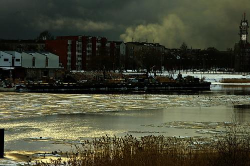 geotagged meer wasser wolken eis schilf häuser lettland lva parventa ventspilsrajons pārventa geo:lat=5738989200 geo:lon=2159072200 201003171648451 вентспилсоттепель windautauwetter тиah