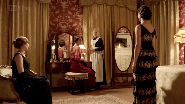 DowntonAbbeyS02E08_Sybil_blackgoldfloralback