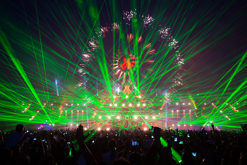 DefQon 1 2012 mashup foto - Lasers, Fireworks & Crowd @ Defqon.1 Festival - World Of Madness -- Saturday