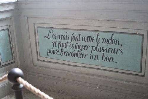 Ett av många visdomsord på väggarna