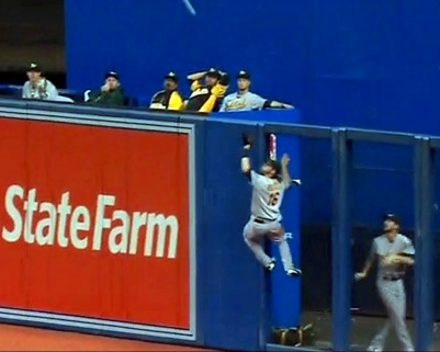 "Josh Reddick: ""Spiderman"" Catch"