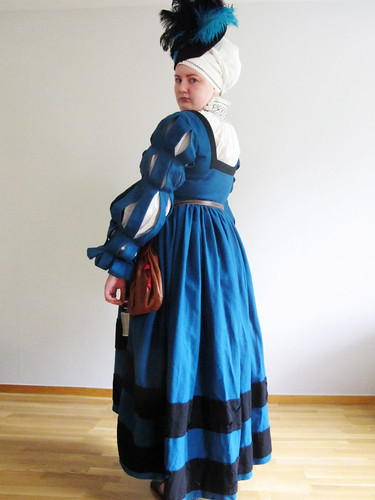 medeltidsveckan 2012 - old dress with new sleeves