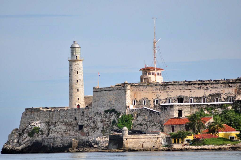 El Castillo del Morro es junto al Capitolio y la Giraldilla uno de los símbolos de La Habana la habana - 7817560424 1c3b31a678 o - La Habana vieja y un paseo por sus plazas