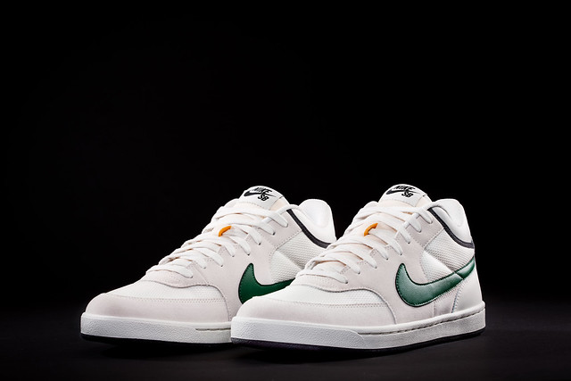 Nike SB Challenge Court