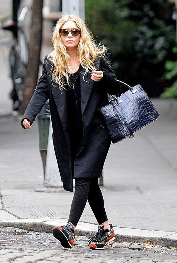 chics_kicks_ashley_olsen_sneakers_trainers