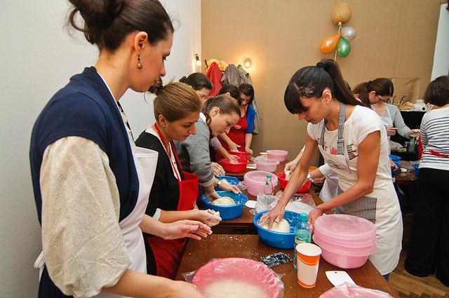 8168971569 9b29144321 z Poze si impresii de la atelierele de paine din Bucuresti