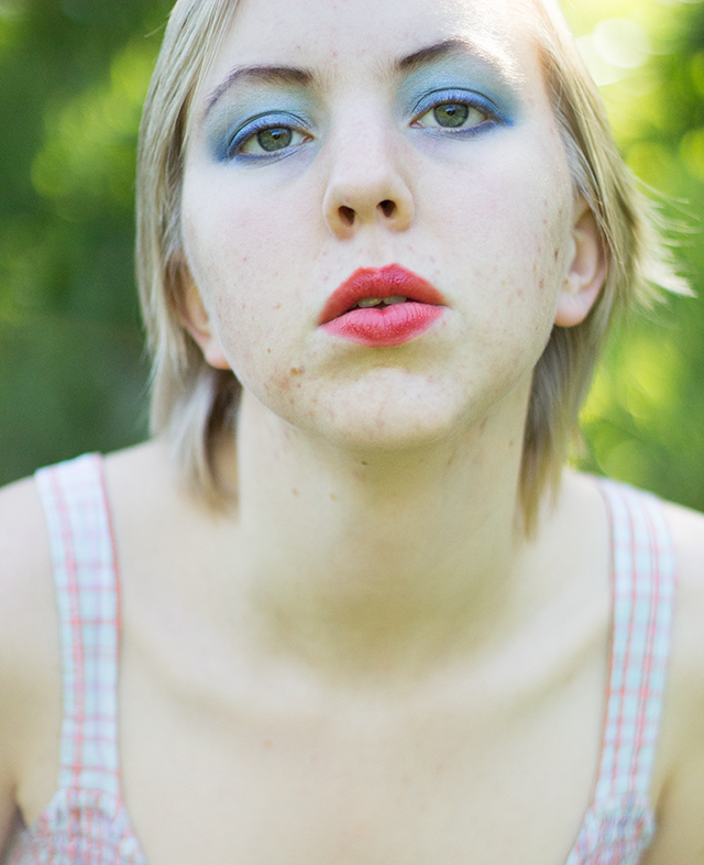 blue eyeshadow, poppy-red lipstick #makeup