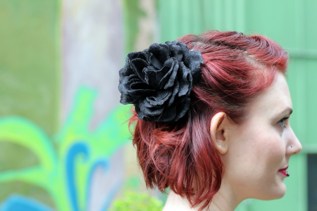 1940s hair with flower