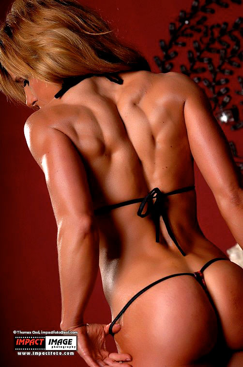 Fitness Girl Tina Cross Arabia from ilovefemalemuscle.com
