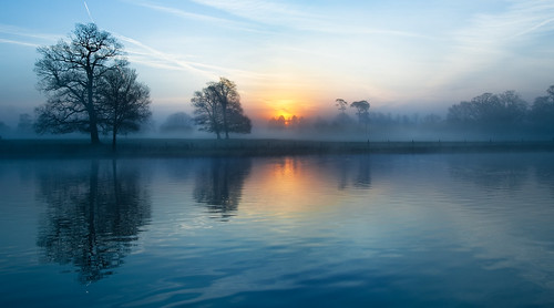 blue mist lake reflection misty sunrise dawn quiet tranquility slough berkshire kevday tranquil langleypark
