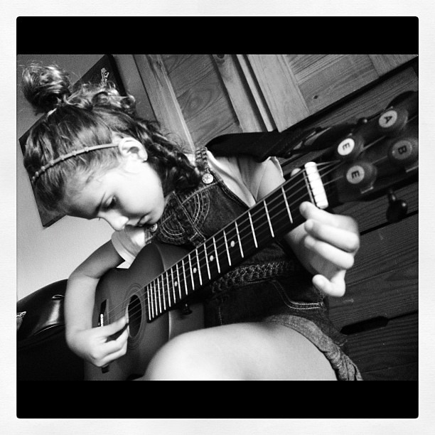 Mommy daughter guitar lessons are back.