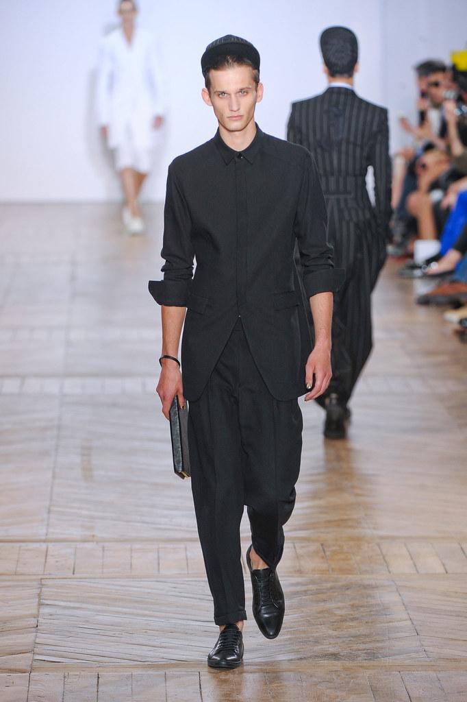 Dennis Jager3124_SS13 Paris Juun J.(fashionising.com)