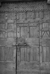 Porte de l'église de VALLOUISE