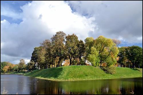trees water estonia pärnu pärnuvallikraav