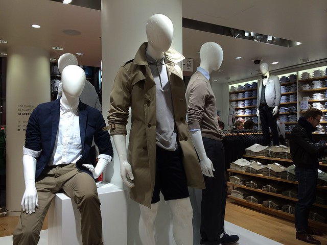 Berlin Uniqlo flagship store opening_men's casual tailoring display mannequins