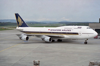 Singapore Airlines Boeing 747-412 9V-SPD