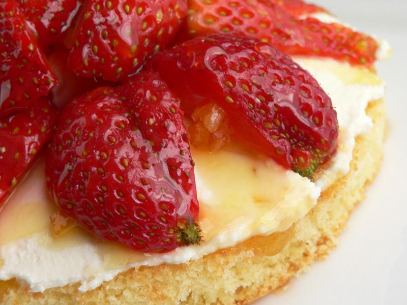 Erdbeertörtchen mit Orangenquark