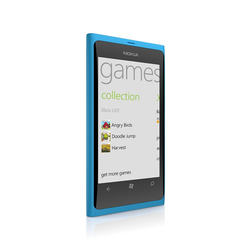 Nokia_Lumia_800_cyan_games.jpg
