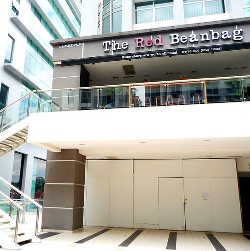The Red Beanbag, Publika - stairs