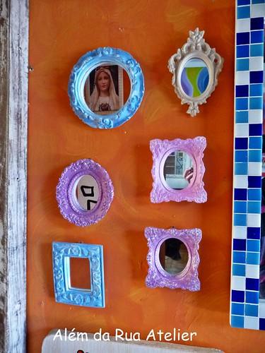 Espelhos com moldura provençal