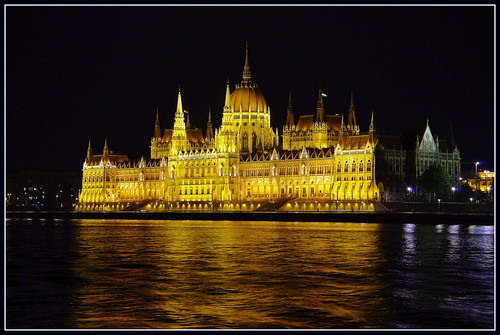 light 2 reflection building me night river photography europe hungary you budapest parliament danube országház arhitecture węgry wriggler budapeszt flickraward me2youphotographylevel2 me2youphotographylevel3 me2youphotographylevel1