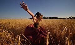 [フリー画像素材] 人物, 女性, 人物 - 田園・農場, 踊る・ダンス, 西班牙人 ID:201207221800