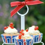 Redcurrant & white choc cupcakes